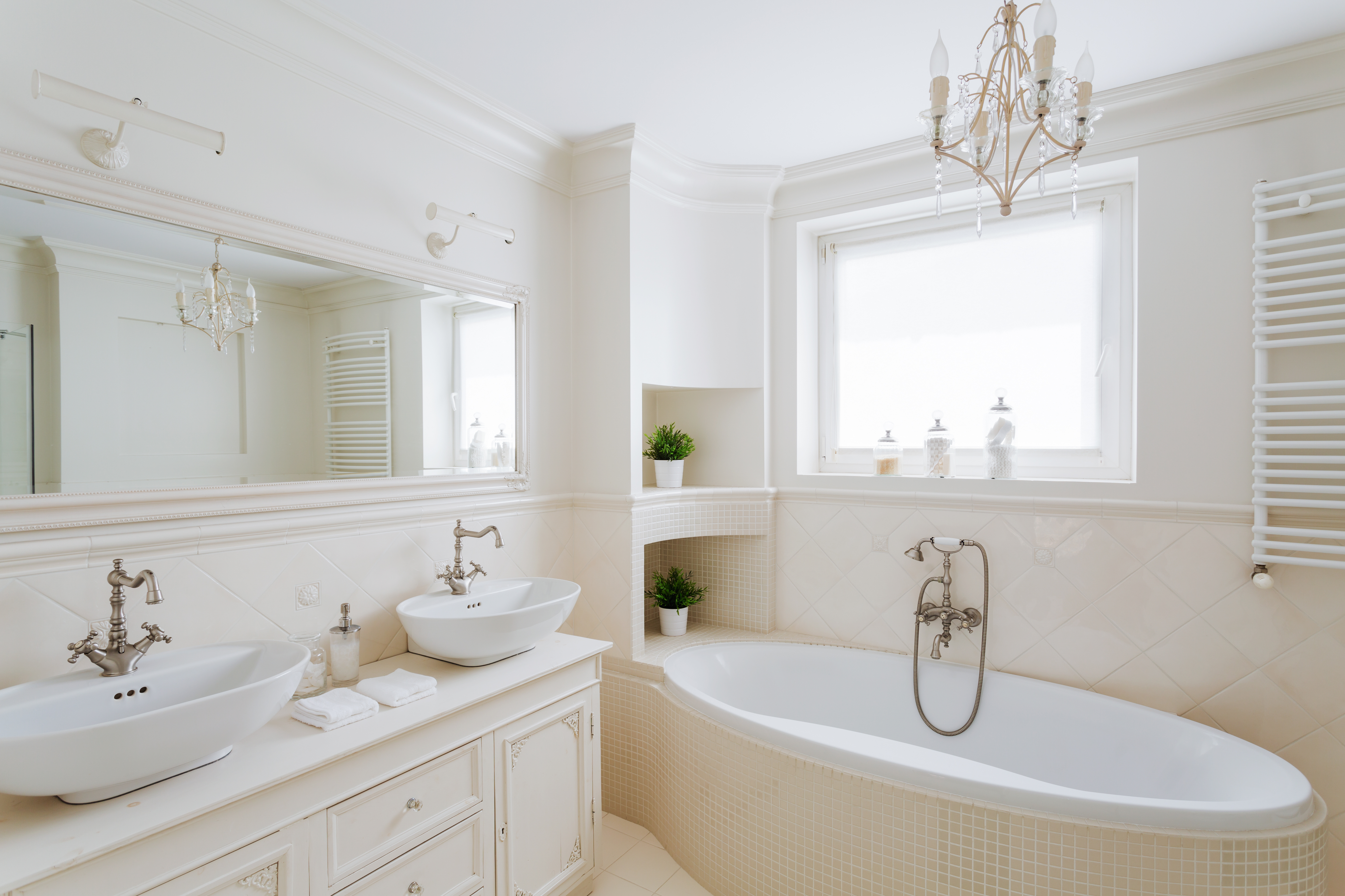 How to Choose a Mirror For Your Bathroom Design | Seachrome